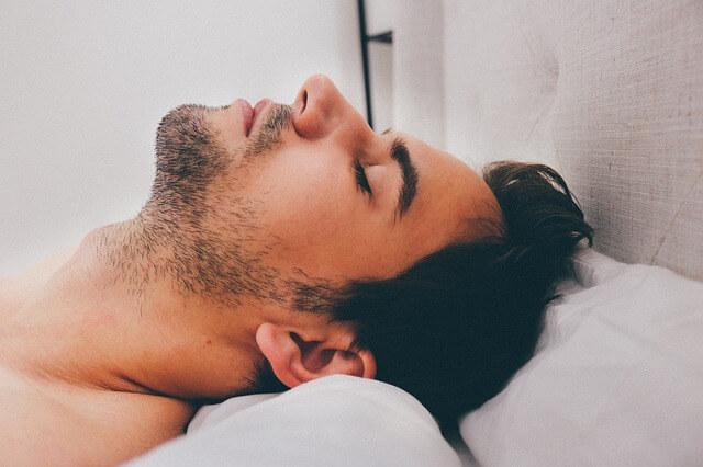 Tongstabilisator - slapende man op rug