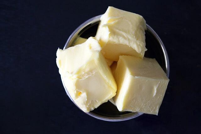 Huismiddel tegen snurken: geklaarde boter